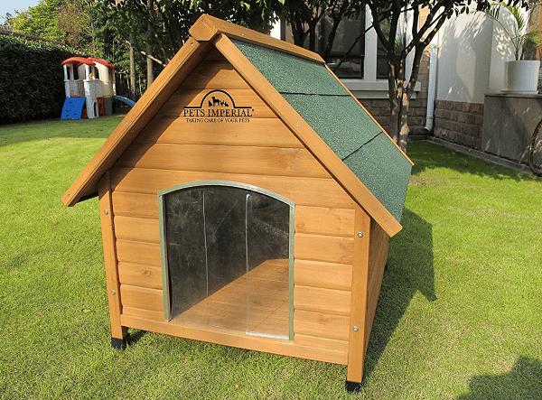 une magnifique niche en bois pour chien