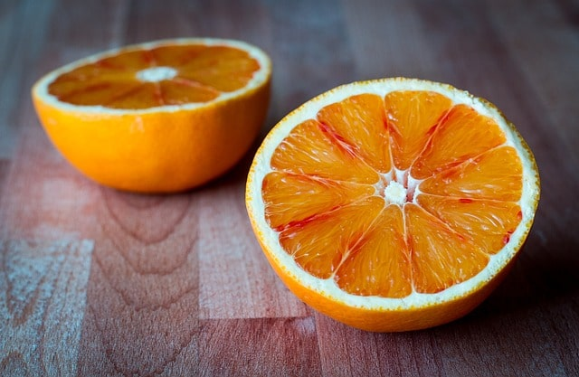 orange coupée en deux